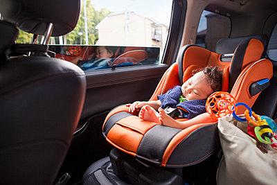 A mother and her young baby boy in a car. - p1100m972270f by Liesel Bockl