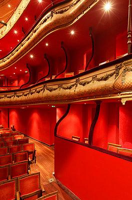 Theatre du Jeu de Paume - p778m1032418 by Denis Dalmasso