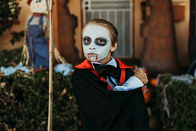 Close up of boy dressed as Dracula posing in costume at Halloween - p1166m2208362 by Cavan Images