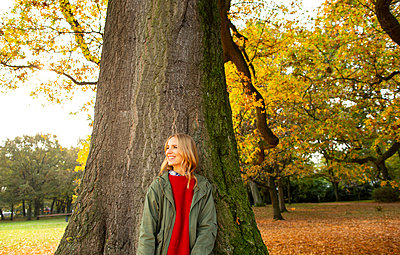 Walk in autumn - p1678m2258877 by vey Fotoproduction