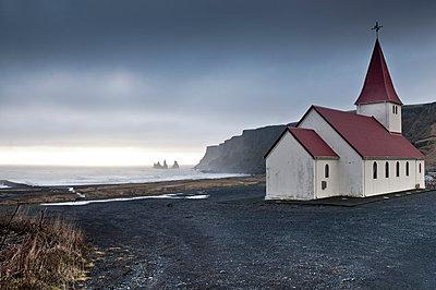 Landschaft und Kirche in Sued Island - p979m909917 von Jain photography