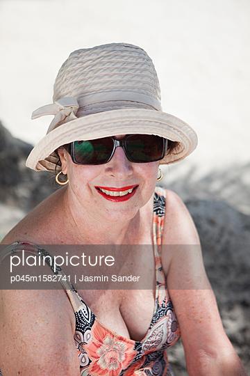 Lady im Urlaub - p045m1582741 von Jasmin Sander