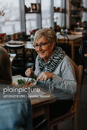 Woman having meal in cafe - p312m2191290 by Jennifer Nilsson