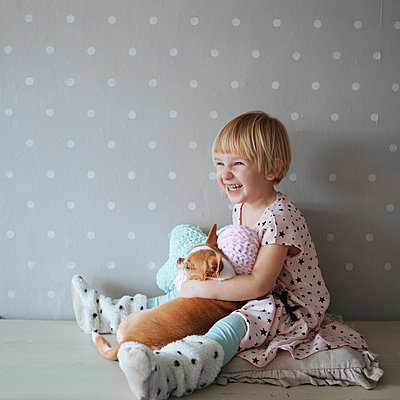 Little girl and dog - p1414m2044857 by Dasha Pears