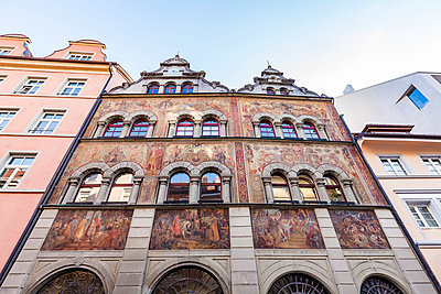 Germany, Constance, facade of townhall with fresco paintings - p300m1587578 by Werner Dieterich