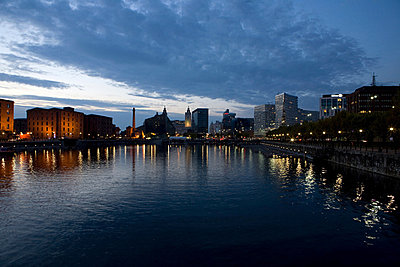 Sunset over waterfront out to Albert Dock and city skyline, Liverpool, UK - p92411742f by Elizabeth Ellen