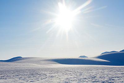 Winterlandschaft in Svalbard Spitzbergen - p1203m1189789 von Bernd Schumacher