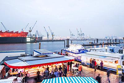 Fischmarkt Hamburg - p1222m1026356 von Jérome Gerull