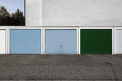 Garages - p3640276 by T. Hoenig