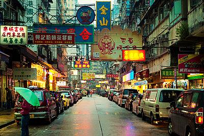 Hongkong Kowloon Einkaufsstraße - p416m990928 von Jörg Dickmann