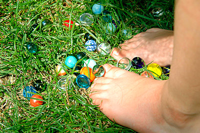 Child feet and balls on the grass - p6810008 by Sandrine Léon