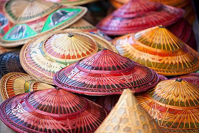 Hüte aus Thailand - p7980168 von Florian Loebermann