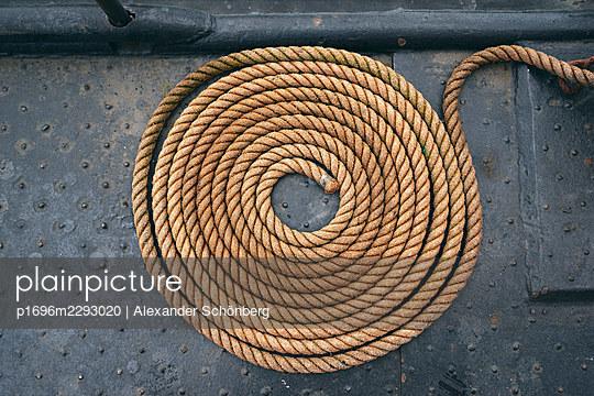 Rope - p1696m2293020 by Alexander Schönberg