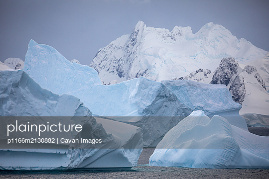 Icebergs and snowy mountains - p1166m2130882 by Cavan Images