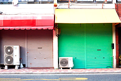 Closed stores - p579m2014825 by Yabo