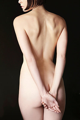 Nude woman - p6691431 by Jutta Klee photography
