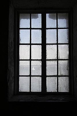 Altes Fenster - p865m852329 von atomara