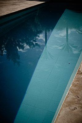 Pool - p887m1124759 von Christian Kuhn