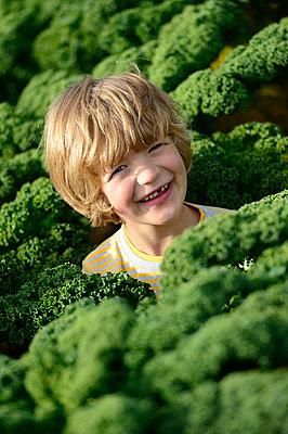 Boy in a kali field - p300m2155787 by Eyecatcher.pro