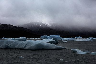 Eis auf dem Lago Argentino am Upsala Gletscher - p719m883161 von Rudi Sebastian