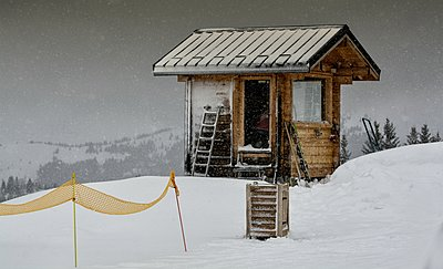 Mountain shelter - p1072m1163449 by Grigore Roibu