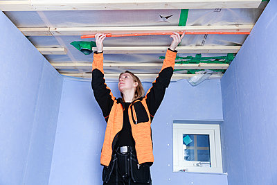 Young woman renovating house - p312m2262869 by Phia Bergdahl