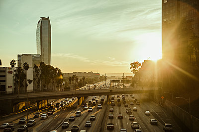 USA, California, Los Angeles, City street at sunset - p352m1186859 by Daniel Sahlberg