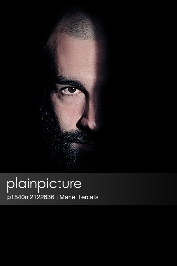 Drama portrait of a bearded man  - p1540m2122836 by Marie Tercafs