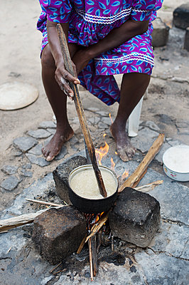 Africa, Namibia, Woman prepare food - p1167m2272267 by Maria Schiffer