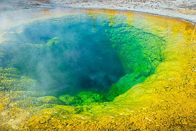 USA, Wyoming, Yellowstone National Park, Grand Prismatic Spring - p300m1204427 by Maria Elena Pueyo Ruiz