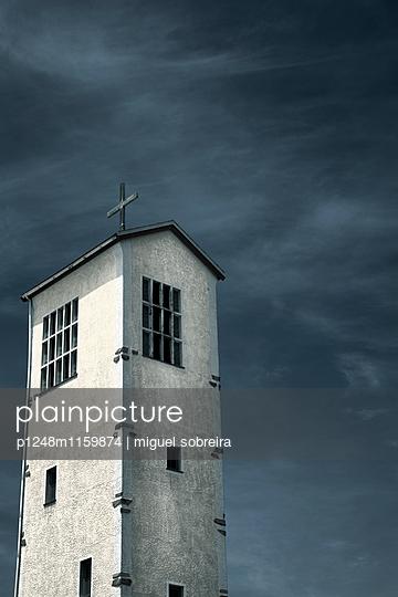 Kirchturm - p1248m1159874 von miguel sobreira