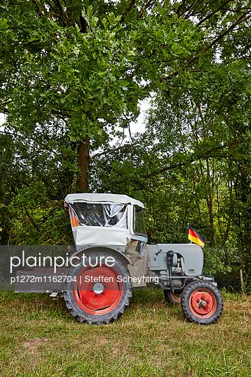Traktor - p1272m1162704 von Steffen Scheyhing