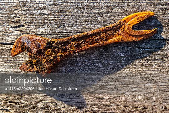 Rusty wrench - p1418m2204206 by Jan Håkan Dahlström