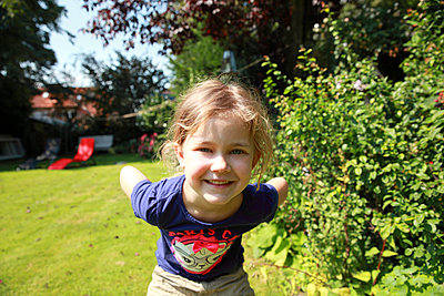 Girl in Garden - p902m934157 by Mölleken