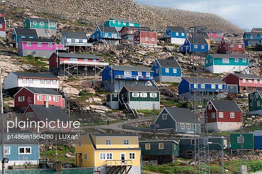 Bunte Häuser auf Grönland - p1486m1564280 von LUXart