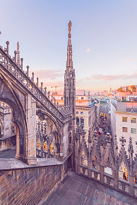 Italy, Lombardy, Milan, Milan Cathedral at sunset - p300m1580740 by A. Tamboly