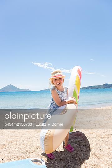 Holiday fun - p454m2150763 by Lubitz + Dorner
