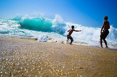 enjoying the summer - p1053m793705 by Joern Rynio