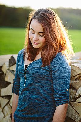 Teenager Mädchen - p946m957556 von Maren Becker
