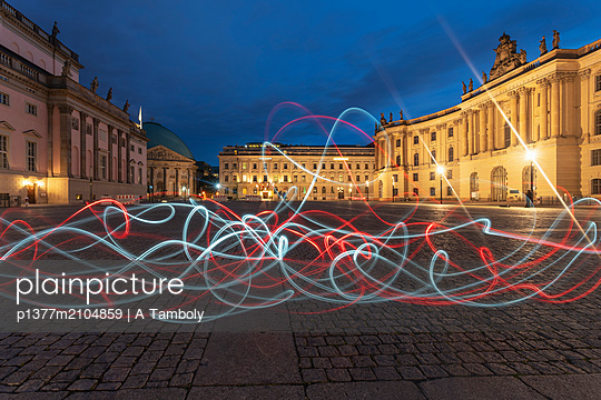 Germany, Berlin, Berlin Mitte, Unter den Linden, Humboldt square in front of the Humboldt University by the faculty of Law and the Hotel De Rome in the background, in the foreground a light painting is seen - p1377m2104859 by A Tamboly