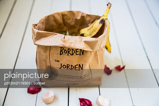 Fruit and vegetable scraps in paper bag - p312m2119301 by Johner