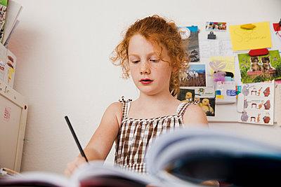 Hausaufgaben machen - p904m1481139 von Stefanie Päffgen