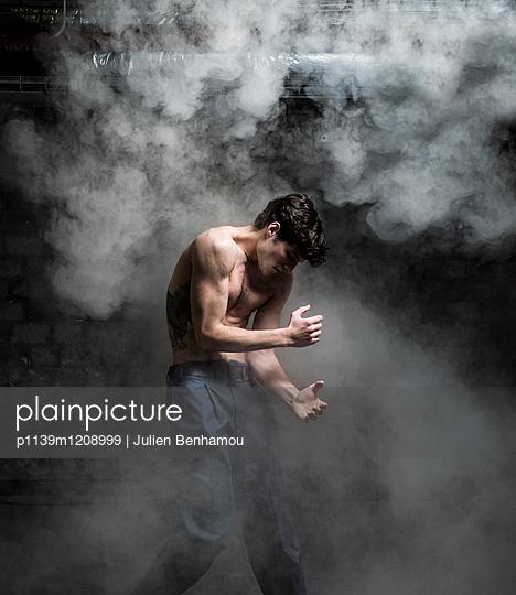 Moves - p1139m1208999 by Julien Benhamou