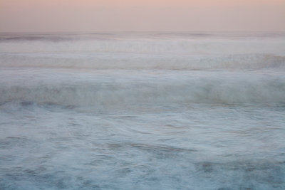 Malerischer Sonnenuntergang am Strand von Nazaré - p719m2081933 von Rudi Sebastian