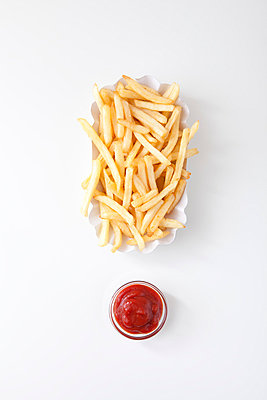 French fries with ketchup - p4541064 by Lubitz + Dorner
