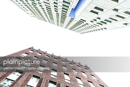 Zwei Hochhäuser - p587m1155092 von Spitta + Hellwig