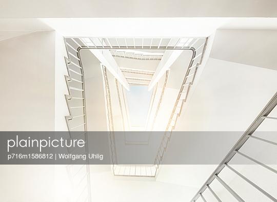 Treppenhaus - p716m1586812 von Wolfgang Uhlig