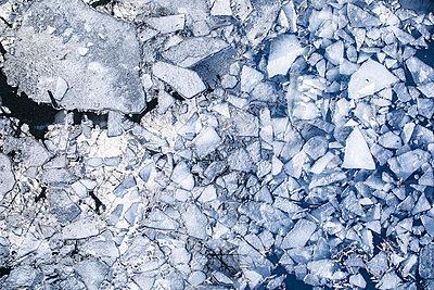 Eisschollen auf einem Fluss - p1222m1585891 von Jérome Gerull