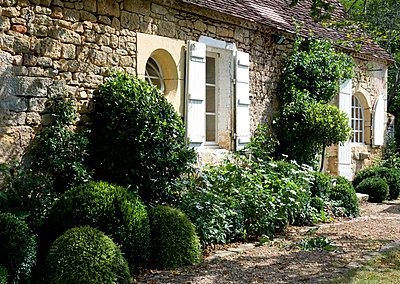 Limestone cottage - p3493303 by Jody Stewart