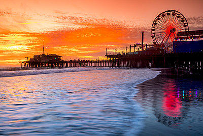 Santa Monica pier at sunset, Los Angeles, California, USA - p343m1569087 by Sean Davey